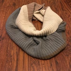 Accessories - Woman's scarf